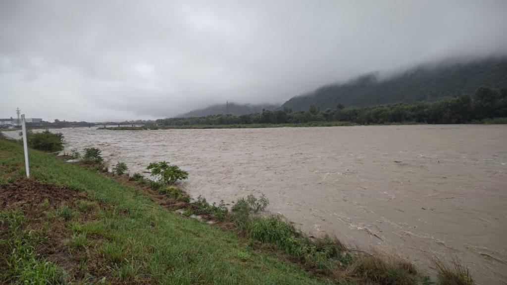 犀川増水の様子、田沢橋上流、AQUOS R6で撮影